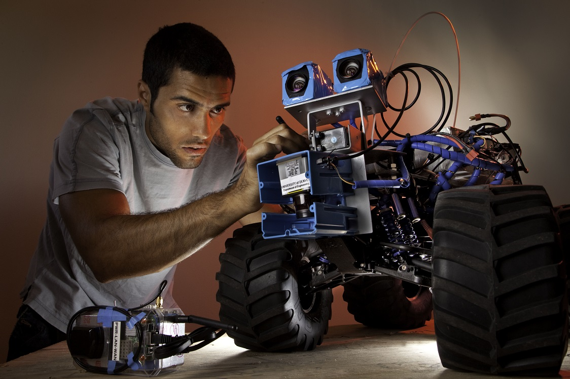 Goncarlo & Bigwheel Robot - WEB